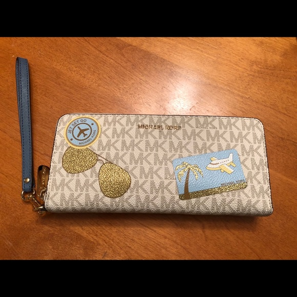 9dd59de19e62 ... Logo Continental Wristlet. M_5ad428482c705dd342bffd97. Other Bags you  may like. Michael Kors clutch